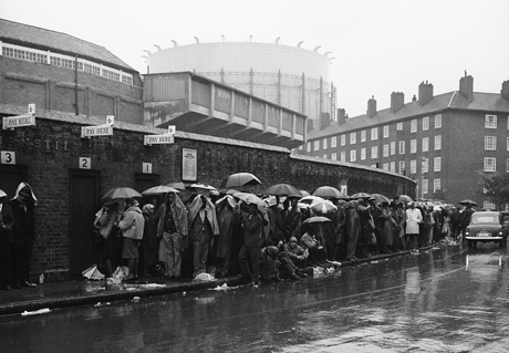 England Cricket Oval Queue