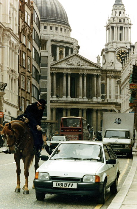 An unidentified motorist is given a parking ticket from a mounted policeman in front of St Paul's Cathedral in London on Monday, March 30, 1987. (AP Photo/Tony White)