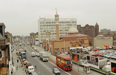 Street scene of traffic flowing in Whitechapel Road in East London is shown, 1989. At center is a large mosque and Islamic center. (AP Photo/Peter Kemp)