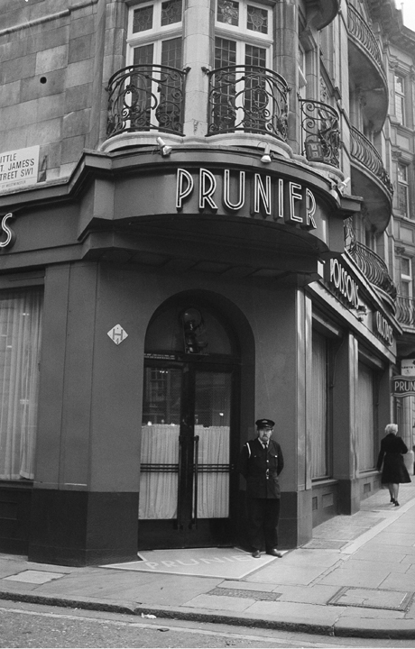 Prunier, the world famous restaurant, played host to  top members of the British Parliament, 1975. (AP)
