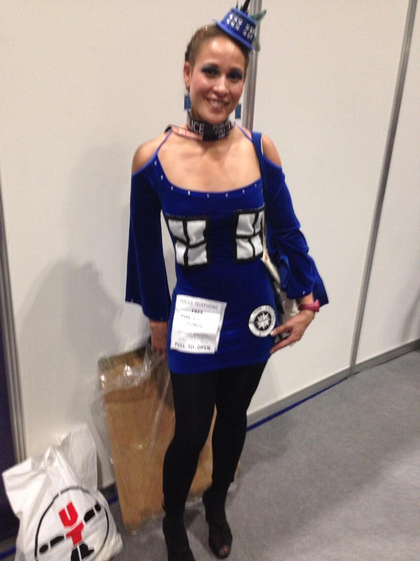 A head-turning TARDIS ensemble complete with fascinator. (Photo: KW)