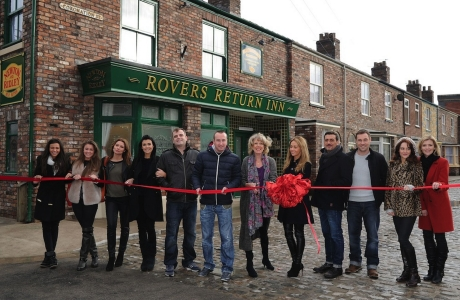 The cast of 'Coronation Street' unveil the show's new set (ITV)