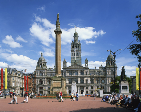 Glasgow Town Hall and monument, George Square, Glasgow, Scotland. (Photo by: Travel Pix/Robert Harding /AP Images)