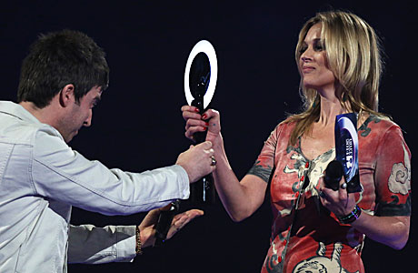 Noel Gallagher and Kate Moss, the Brit Awards (Photo by Joel Ryan/Invision/AP)