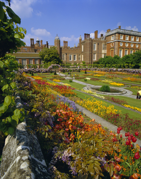 Sunken Gardens (King William and Queen Mary), the origin of the ORIGIN OF THE ENGLISH NURSERY RHYME 'MARY MARY QUITE CONTRARY', HAMPTON COURT (Walter Rawlings/Robert Harding /AP Images)