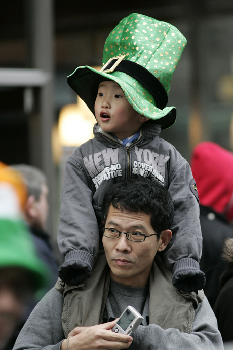 Spectators watch as the St Patrick's Day parade passes through central London, Sunday, March 16, 2008. (AP Photo/Sang Tan)