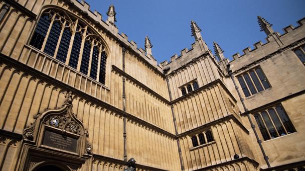 Earl of Pembroke statue, Bodleian Library, Oxford, Oxfordshire ... (Jean Brooks/Robert Harding/AP)