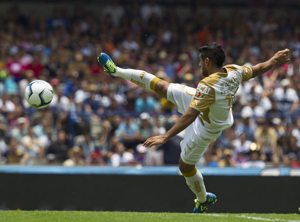 Pumas' Martin Bravo shoots to goal against Queretaro during a Mexican soccer league match in Mexico City, Sunday, July 28, 2013. (AP Photo/Christian Palma)