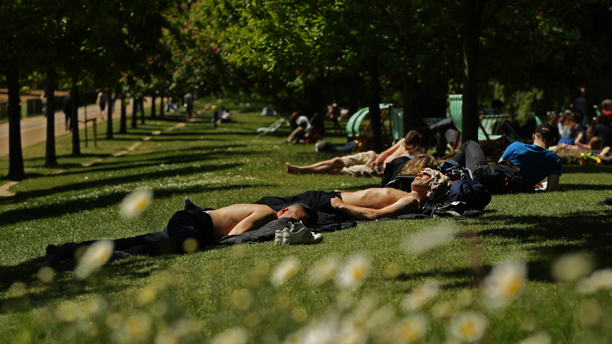 Summer weather June 4. People take time to enjoy the hot weather in Hyde Park, central London. Picture date: Tuesday June 4, 2013. Photo credit should read: Yui Mok/PA Wire URN:16714979