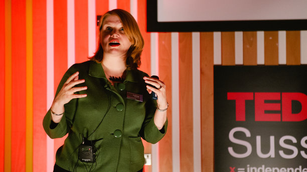 Dr. Lynne Murphy during her TedXSussexUniversity talk in 2012. (tedxsussexuniversity.com)