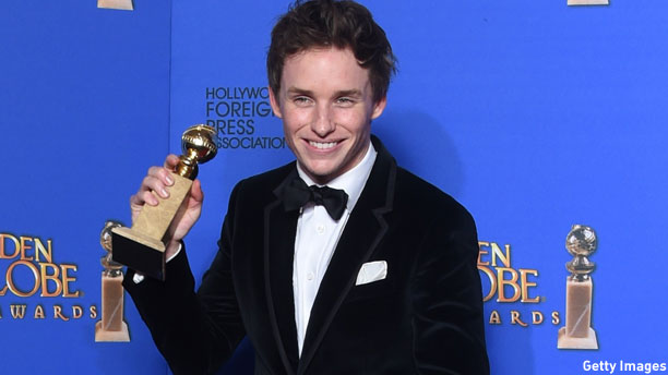 Eddie Redmayne and globe (Pic: Frederic J. Brown/Getty Images)