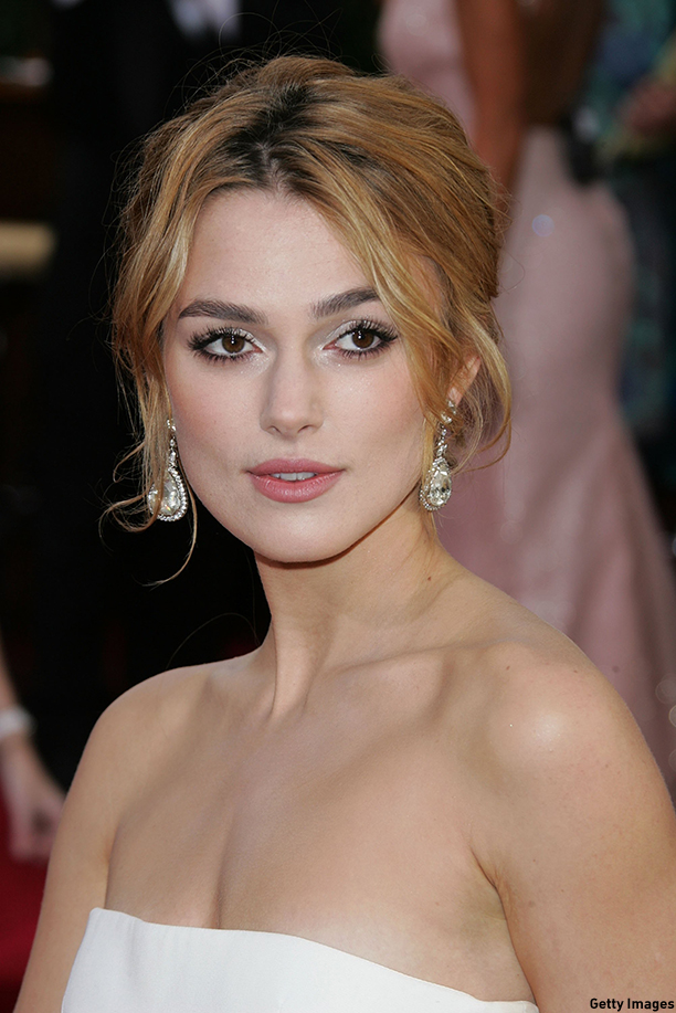 LOS ANGELES, CA - JANUARY 16:  Actress Keira Knightley  arrives to the 63rd Annual Golden Globe Awards at the Beverly Hilton on January 16, 2006 in Beverly Hills, California.  (Photo by Kevin Winter/Getty Images)
