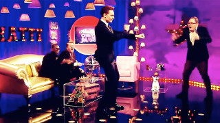 Tom Hiddleston dancing (Pic: Channel 4)