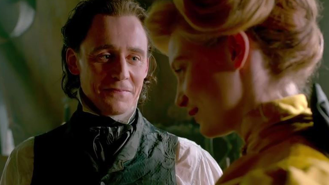 Tom Hiddleston and Mia Wasikowska star in 'Crimson Peak.' (Photo: Universal)