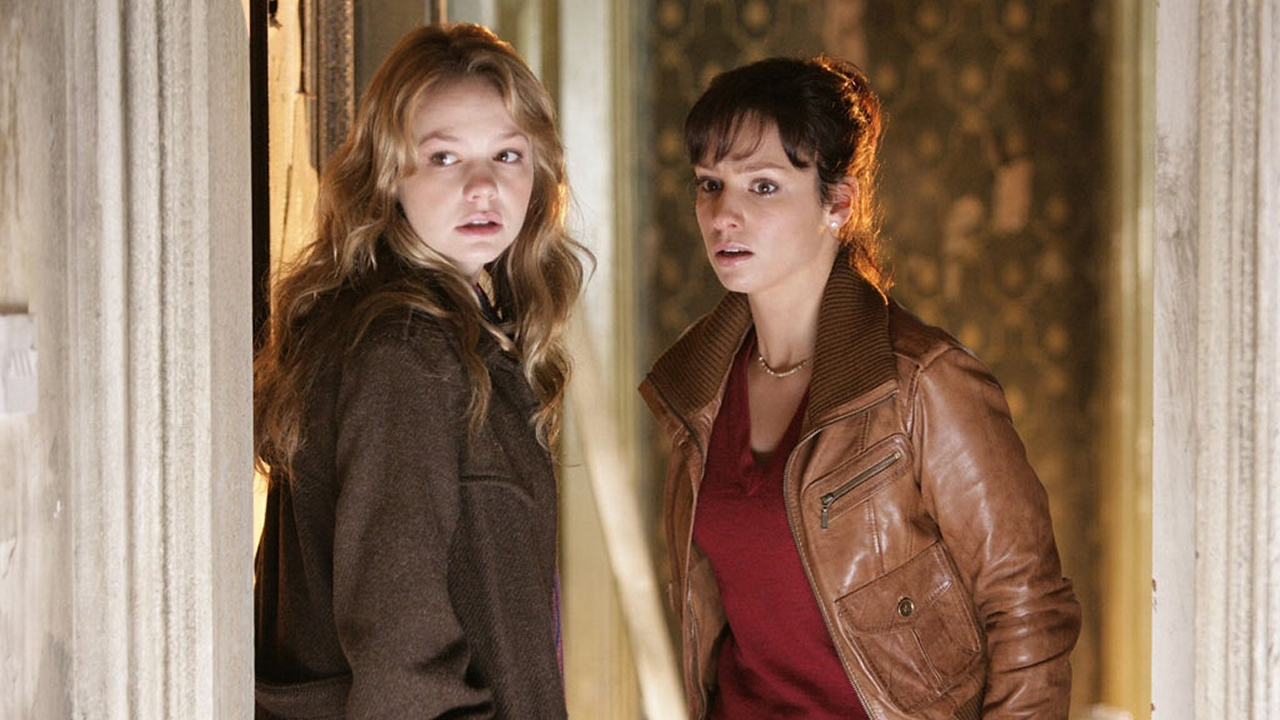 Sally Sparrow (Carey Mulligan) and Kathy Nightingale (Lucy Gaskell) in 'Blink.' (Pic: BBC)