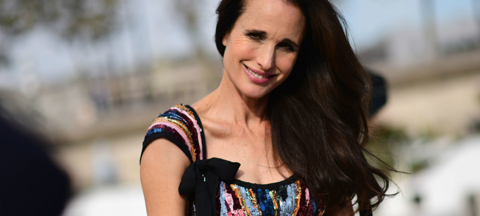 Andie Macdowell Foto casting news: andie macdowell joins mindy kaling's 'four