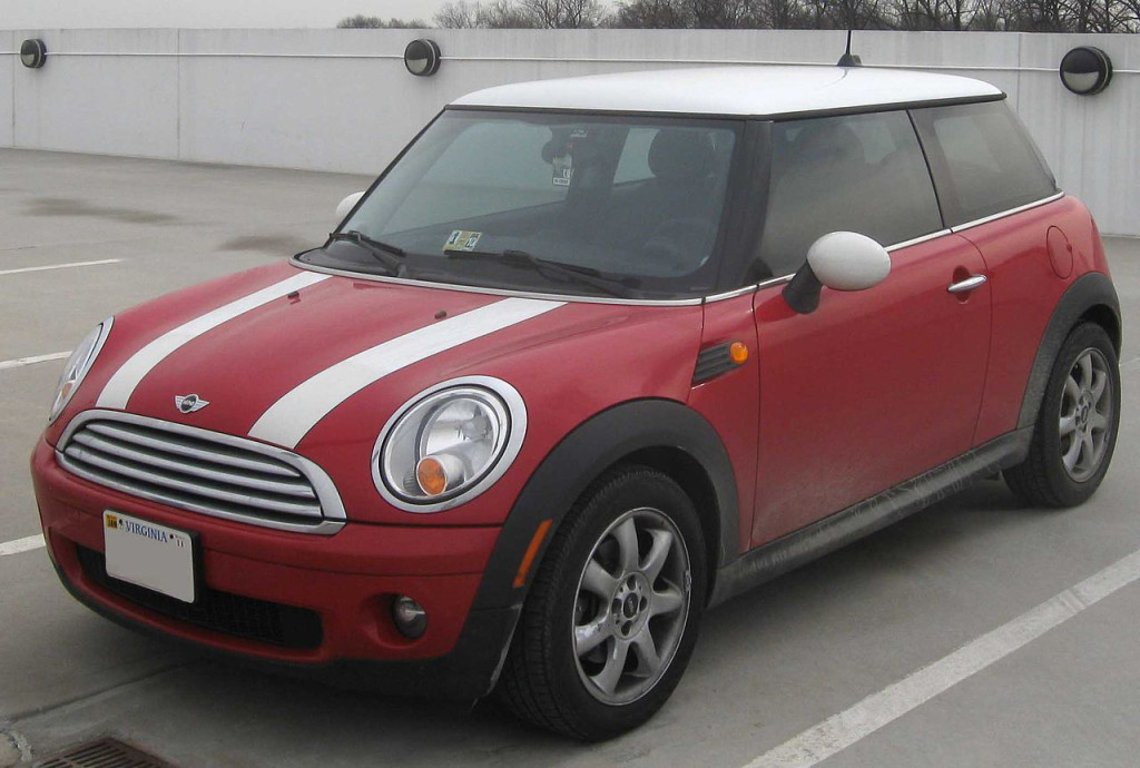 """This isn't the actual car Elba drove, it's a """"stunt double"""" of a Mini Cooper. (Photo: Wikipedia)"""