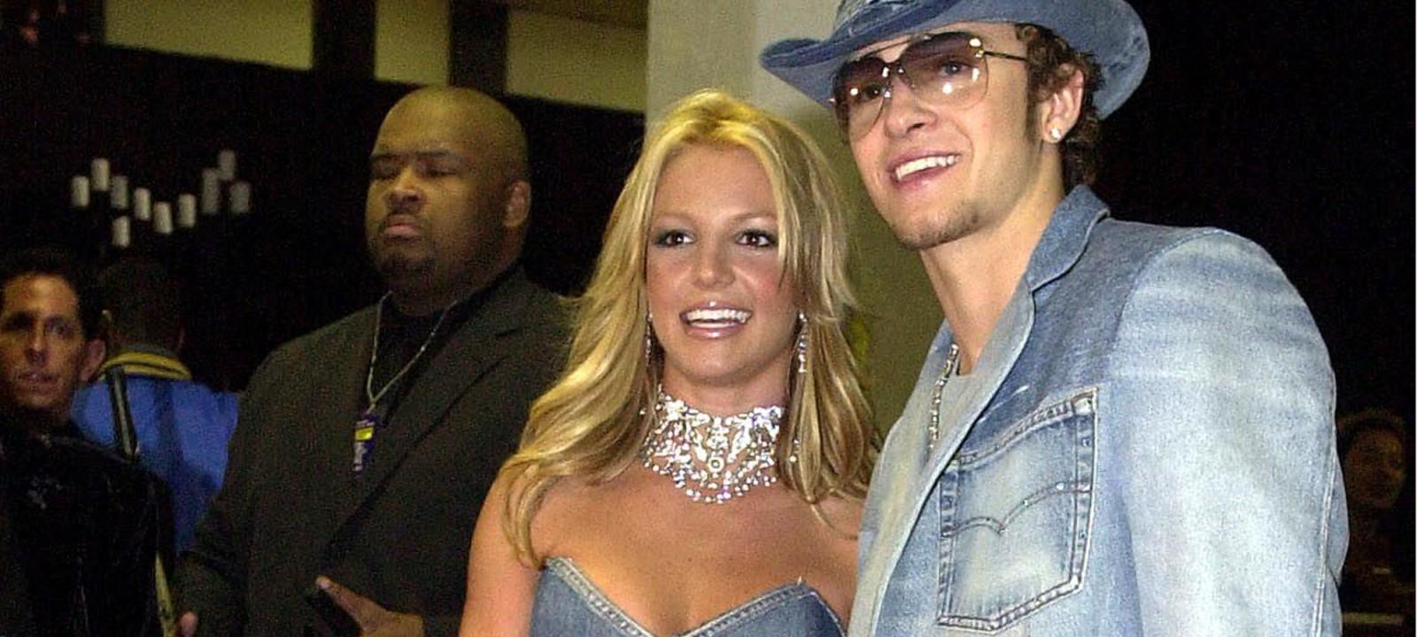 Pop star Britney Spears (l) and her boyfriend, sin