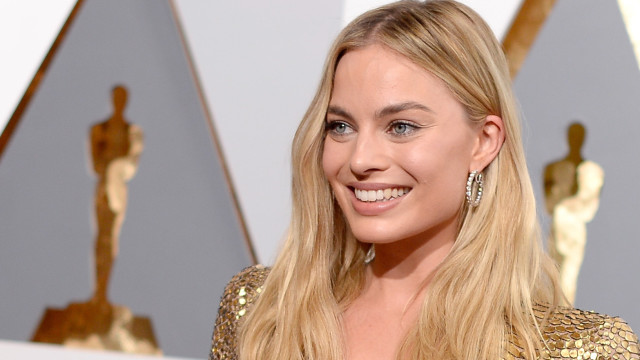 Actress Margot Robbie attends the 88th Annual Academy Awards at Hollywood & Highland Center on February 28, 2016 in Hollywood, California.