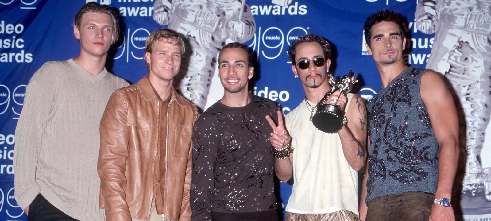 Backstreet Boys backstage at the MTV Video Music Awards. From l-r: Nick Carter, Brian Littrell, Howie D, A.J. McLean and Kevin Richardson.