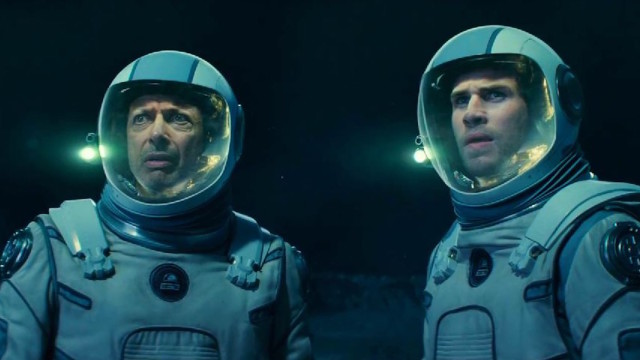 Jeff Goldblum and Liam Hemsworth in 'Independence Day: Resurgence'