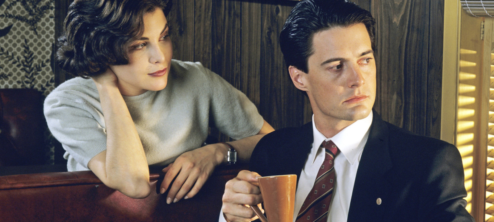 Sherilyn Fenn and Kyle Maclachlan in Twin Peaks