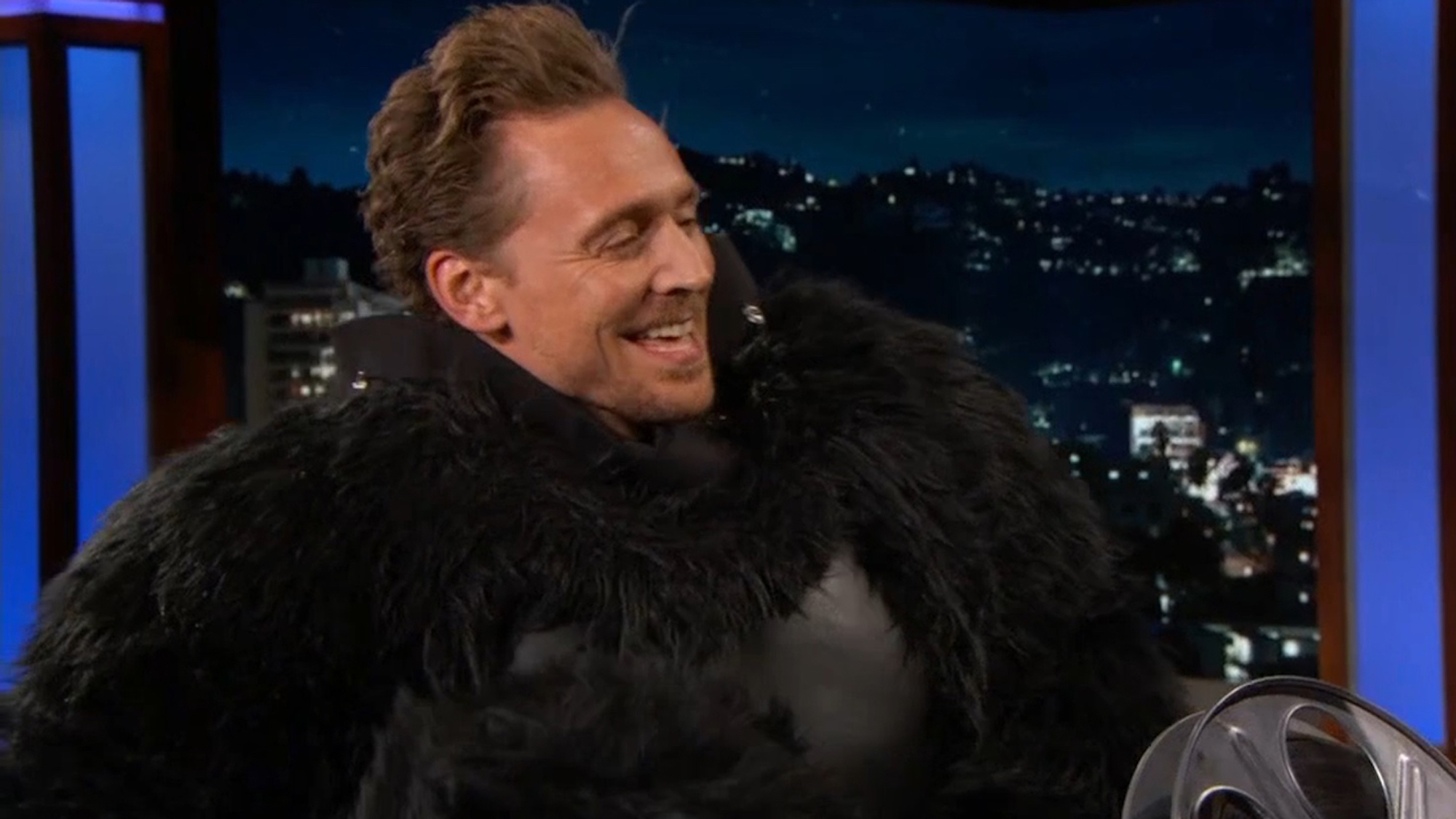 Tom Hiddleston gets into the 'Kong' spirit. (Pic: ABC / YouTube)