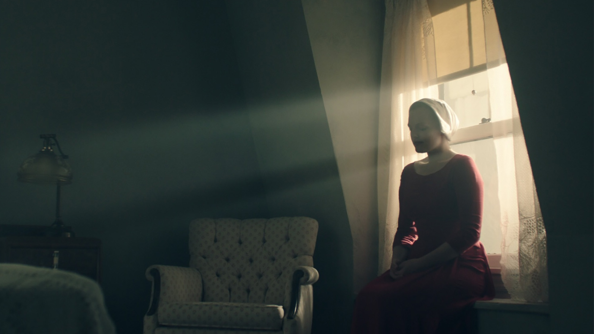 10 Reasons Offred Is Badass In Hulu S The Handmaid S Tale