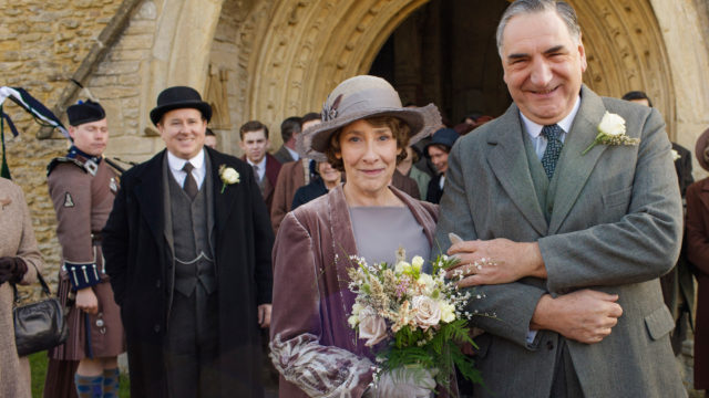anglo_2000x1125_downtonabbey_phyllislogan