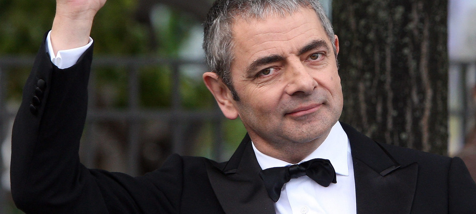 "Rowan Atkinson Performs Jetski Stunt For ""Johnny English – Reborn"" Premiere"