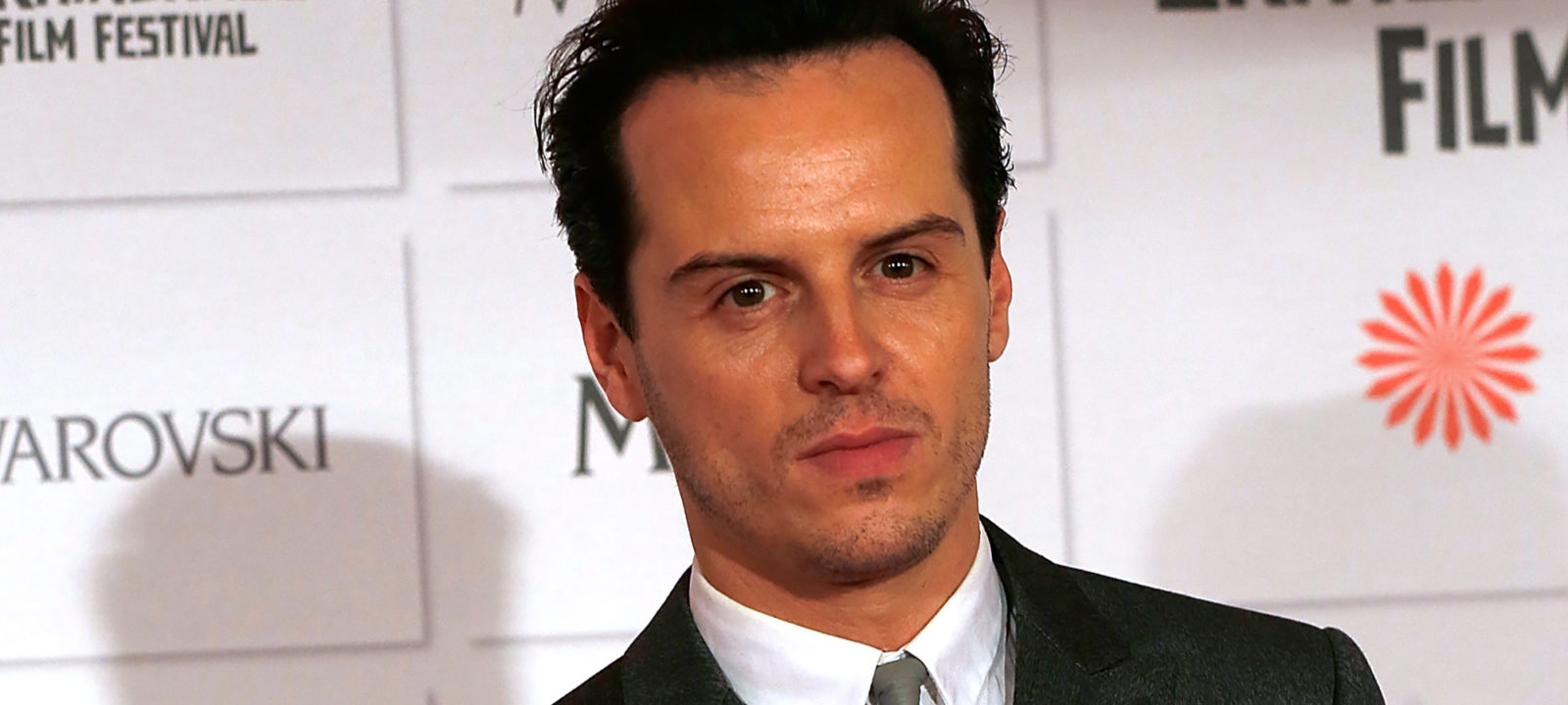 andrew scott plays an amateur detective in trailer for the