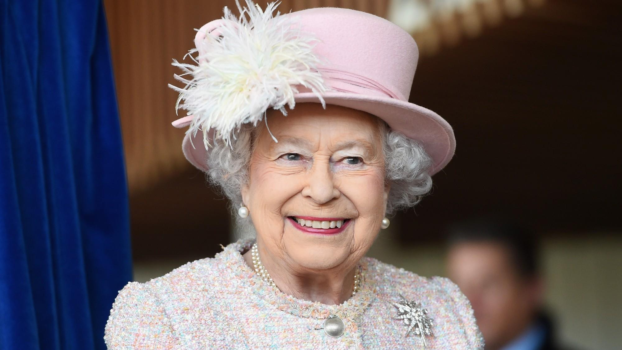 Queen Elizabeth II Reassures Public 'Better Days Will ...