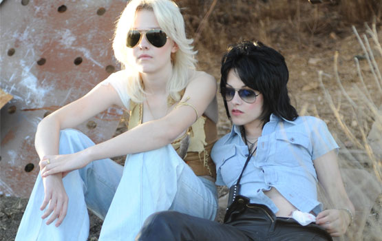 Q&A – The Runaways' Kristen Stewart and Dakota Fanning Talk Music, Tattoos, and (Yes) the Kiss