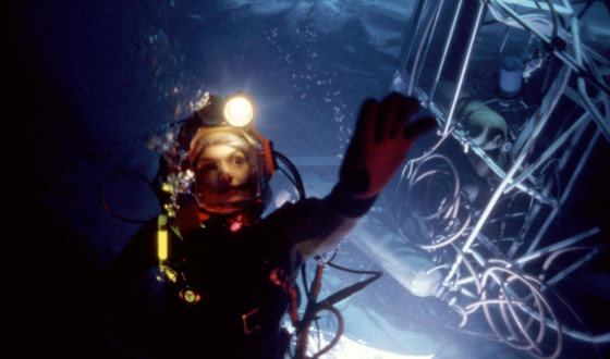 What Happens When Sci-fi Goes Underwater Instead of Out in Space? <em>The Abyss</em>, <em>Sphere</em>, and <em>Deep Blue Sea</em>