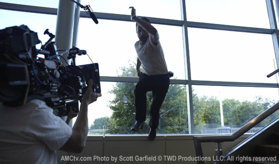 Go Behind-the-Scenes With Photos of <em>The Walking Dead</em> Season 1