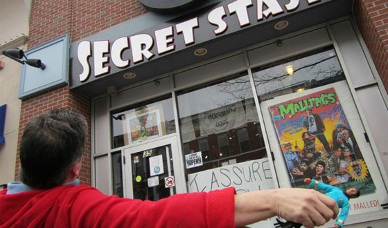 Kevin Smith Talks Podcasting With <em>CNN</em>; Mike Zapcic &#8220;Drapes&#8221; At the Secret Stash