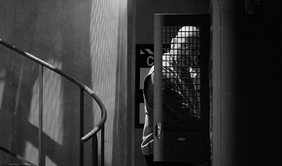 Photos &#8211; <em>Breaking Bad</em> Season 4 Gets Even Darker With New Black &#038; White Pics