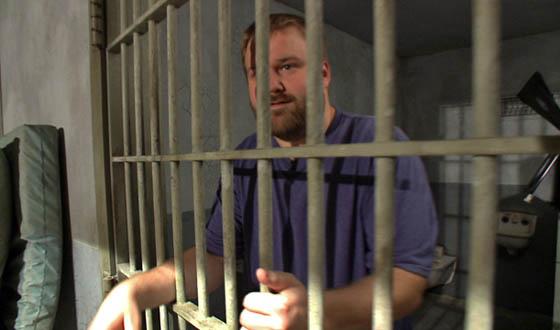 Video &#8211; Robert Kirkman Tours <em>The Walking Dead</em> Season 3 Prison Set