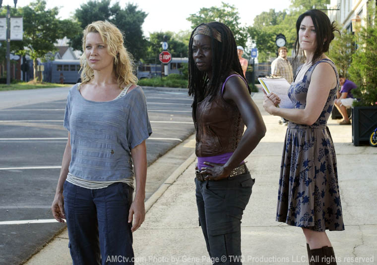 Andrea (Laurie Holden), Michonne (Danai Gurira) and Rowan (Lindsay Abernathy) in Episode 3 of The Walking Dead