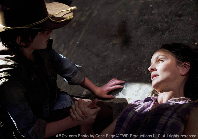 Carl Grimes (Chandler Riggs) and Lori Grimes (Sarah Wayne Callies) in Episode 4 of The Walking Dead