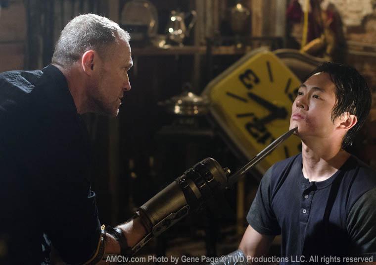 Merle Dixon (Michael Rooker) and Glenn Rhee (Steven Yeun) in Episode 7 of The Walking Dead