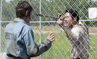 Steven Yeun Chats With Jimmy Kimmel; Robert Kirkman Talks Episode 14 with <em>EW</em>, <em>THR</em>
