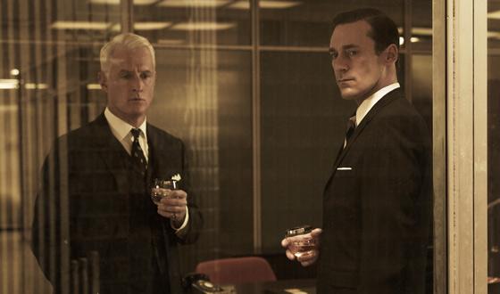 Brian Williams Interviews <em>Mad Men</em> Cast; Matthew Weiner, John Slattery Chat with <em>CBS</em>