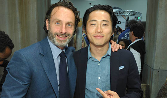 <em>The Walking Dead</em> Cast and Producers Invade Comic-Con With a Packed Panel and Signing