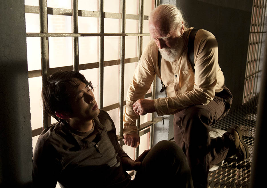 Glenn Rhee (Steven Yeun) and Hershel Greene (Scott Wilson) in Episode 3 of The Walking Dead