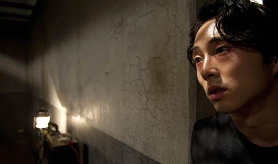 """Steven Yeun Chats """"Internment"""" With <em>THR</em>; <em>EW</em> Checks Out <em>The Walking Dead</em>'s """"Big"""" Ratings"""