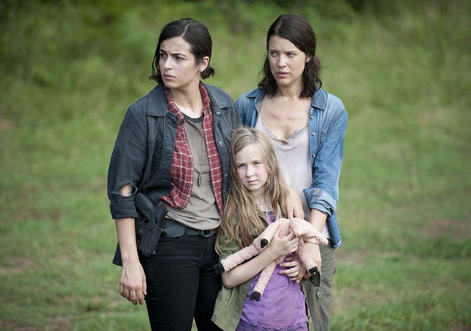 Tara Chambler (Alanna Masterson), Meghan Chambler (Meyrick Murphy) and Lilly Chambler (Audrey Marie Anderson) in Episode 7 of The Walking Dead