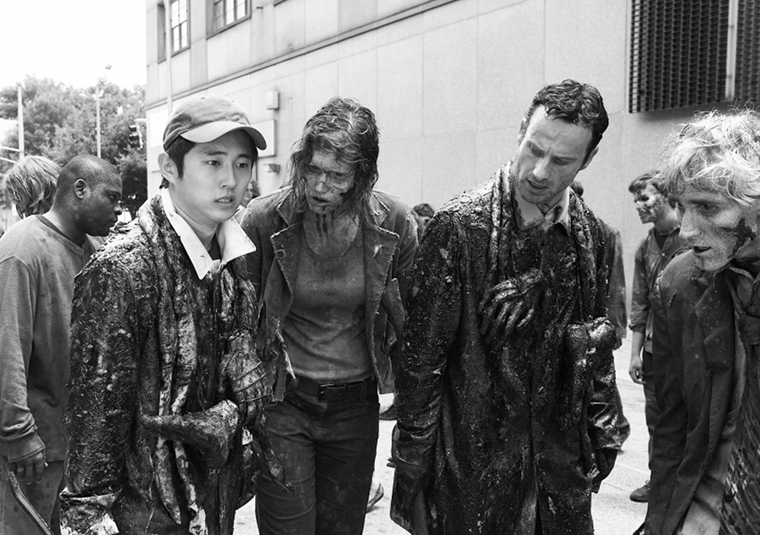 Glenn Rhee (Steven Yeun) and Rick Grimes (Andrew Lincoln) in Episode 2 of The Walking Dead