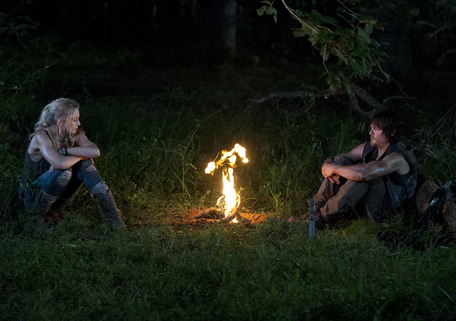 Beth Greene (Emily Kinney) and Daryl Dixon (Norman Reedus) in Episode 10 of The Walking Dead