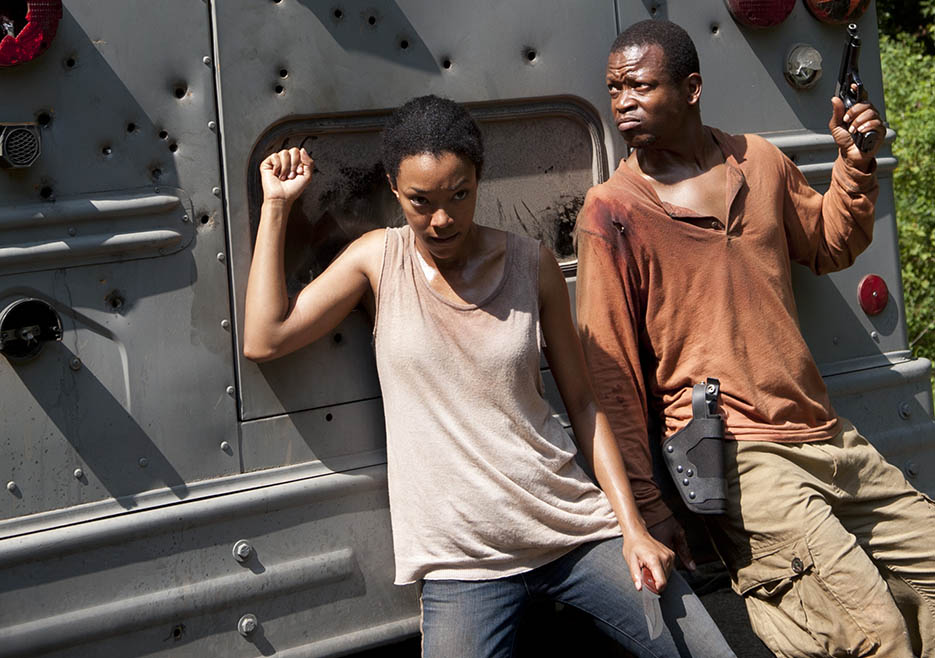 Sasha (Sonequa Martin-Green) and Bob Stookey (Lawrence Gilliard Jr.) in Episode 10 of The Walking Dead
